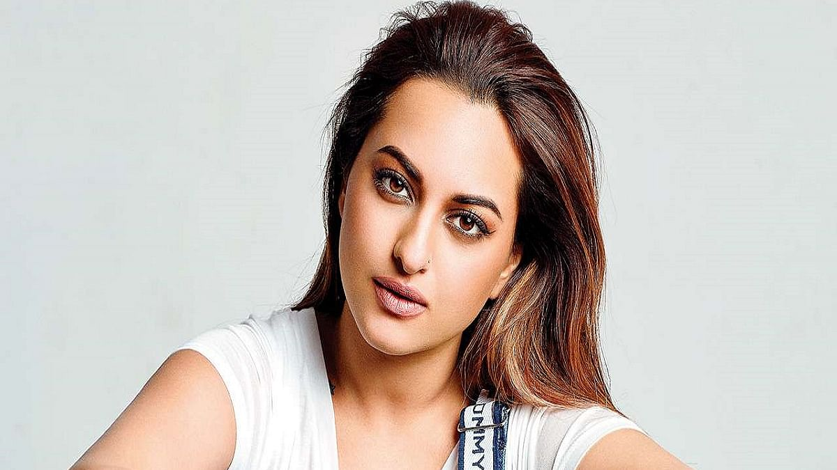"""Sonakshi Sinha says """"Ab Bas"""" to cyber bullying, calls for action to support a  poet getting rape threats"""