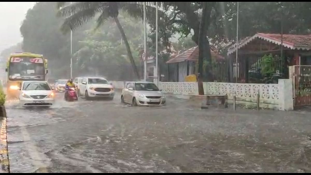 Rains pound Mumbai, MMR for second straight day, life disrupted