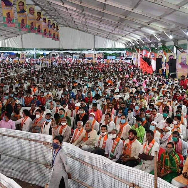 BJP's mega membership drive in Gwalior in which no social distancing norms were followed (Photo courtesy: Twitter)