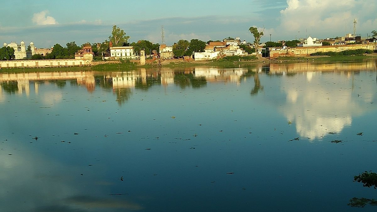 Taj Mahal dazzles as river Yamuna in spate