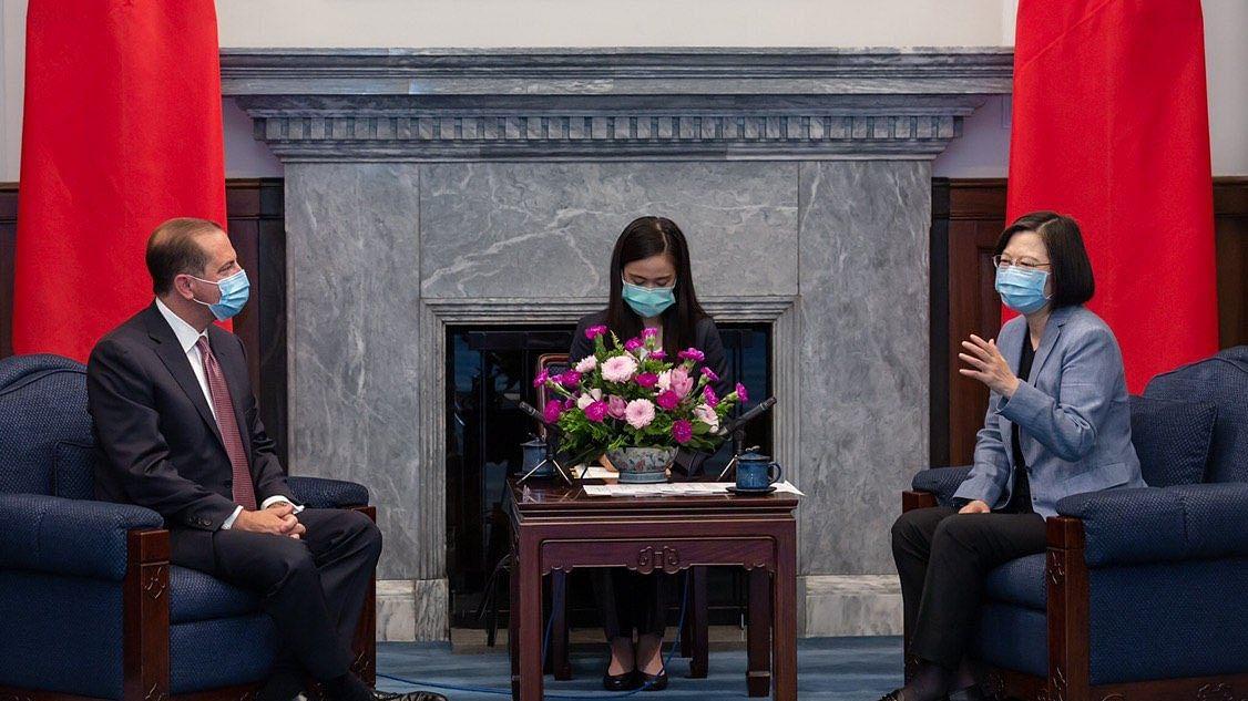 US Health Secretary meets Taiwan President (IANS Photo)