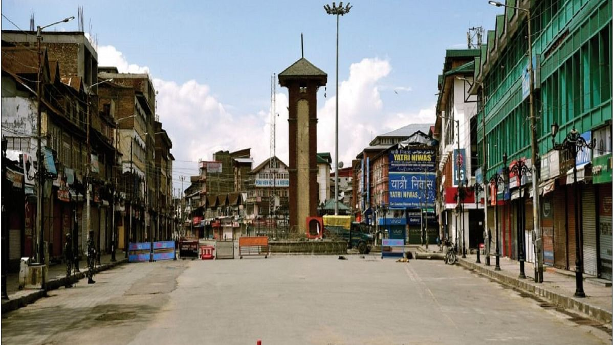 Lal Chowk, Srinagar, under lockdown