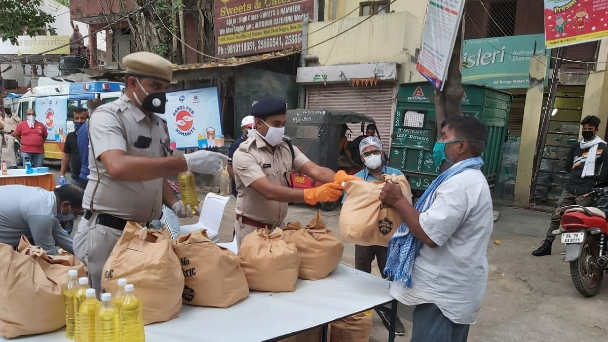 Mumbai: Hands For Humanity campaign provides ration kits to migrants hit by COVID-19 Pandemic