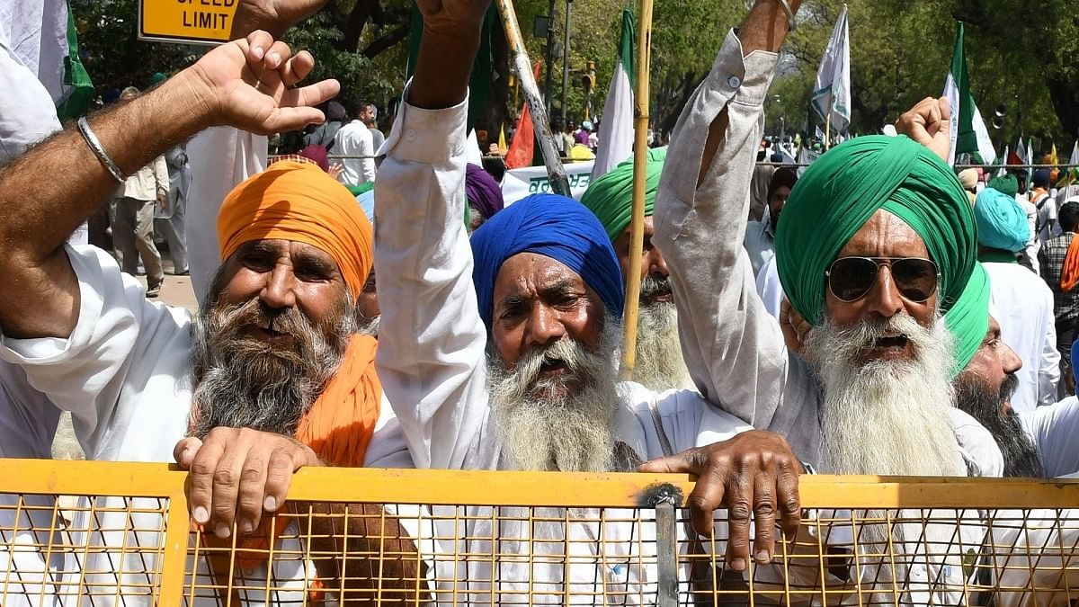 Haryana Police stops protesting Punjab farmers with water cannons