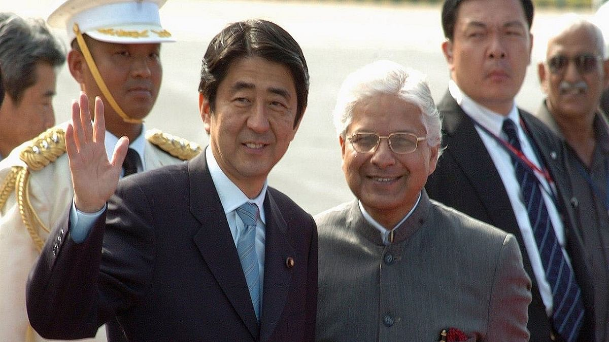 Former Law Minister Ashwani Kumar (right) with Japanese Prime Minister Shinzo Abe (left) who recently resigned