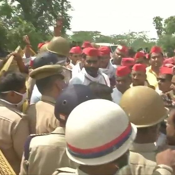 LIVE News Updates: Samajwadi Party workers protest after being denied entry to Hathras village