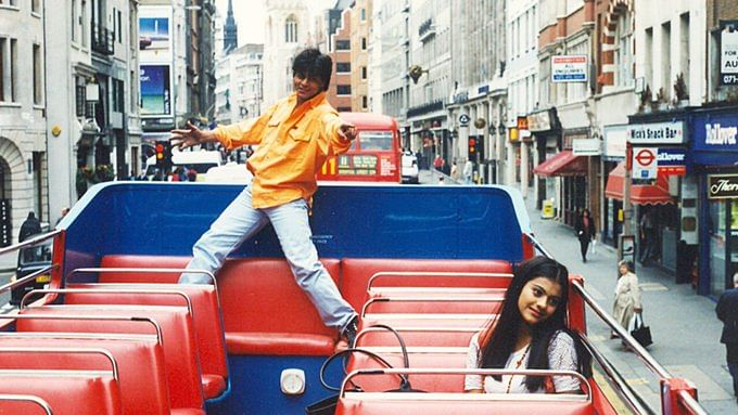 25 years of DDLJ: SRK, Kajol's statue from 'DDLJ' to be unveiled in London