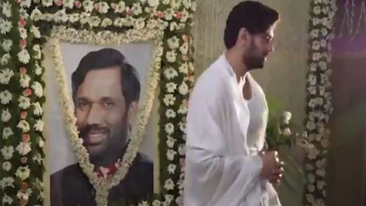 WATCH: Chirag Paswan gives instruction to shoot video near his late father's portrait, video goes viral