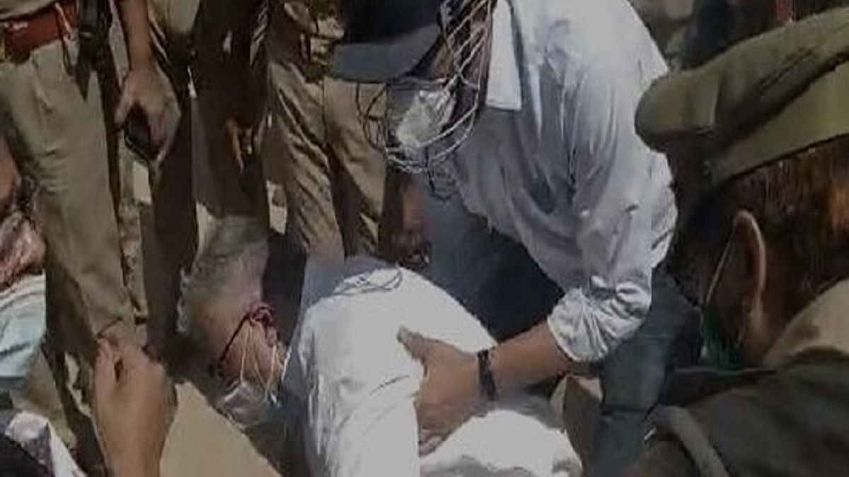 Now, Derek O'Brien pushed to ground by UP Police, TMC MPs stopped from visiting  Hathras victim's family