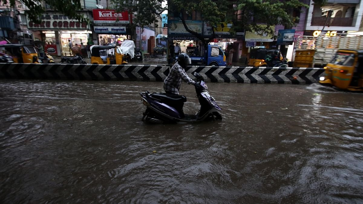Chennai lashed with rainfall, many roads waterlogged