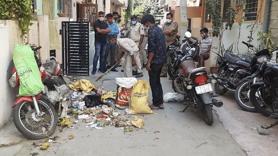 Garbage dumped outside Hathras DM's house in Jaipur