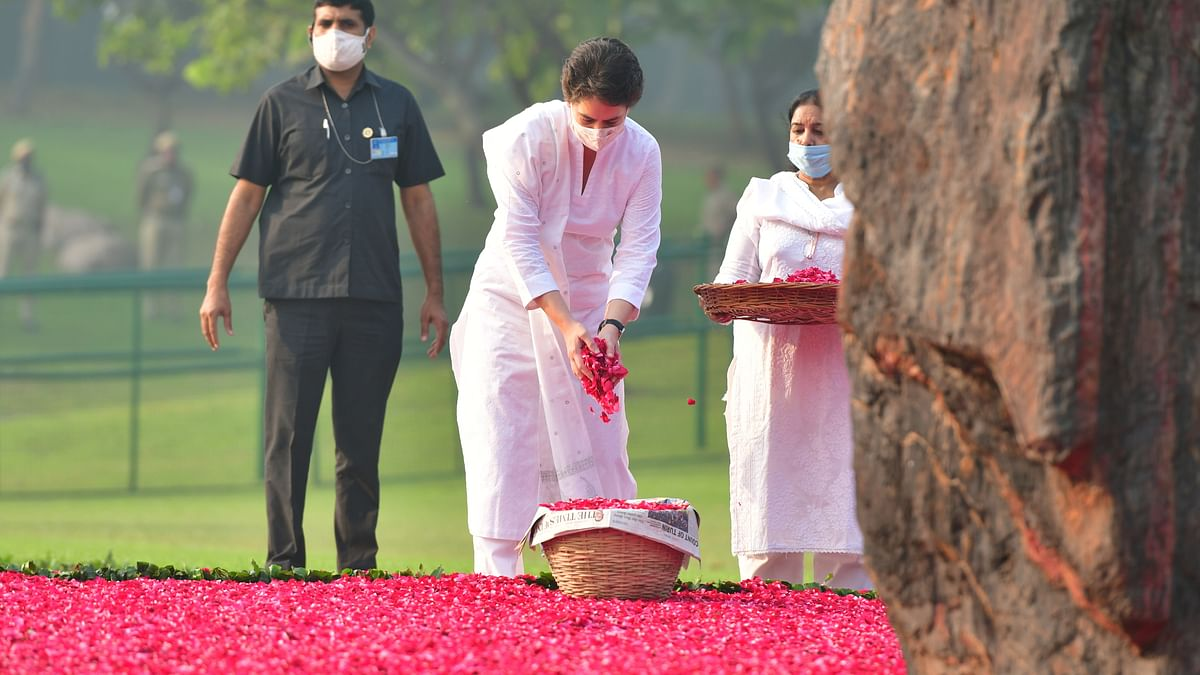 Rahul, Priyanka Gandhi pay tributes to former PM Indira Gandhi on her death anniversary
