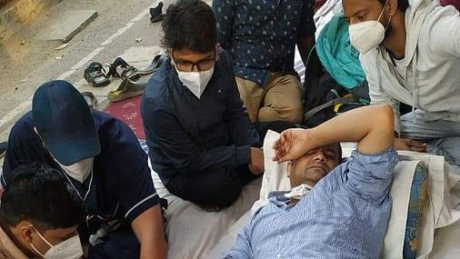 Resident doctors of 3 Centre-run hospitals in Delhi protest in solidarity with agitating colleagues