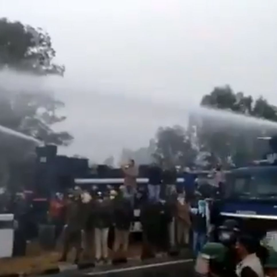 Braving tear-gas shells, water cannons, thousands break barricades in Haryana