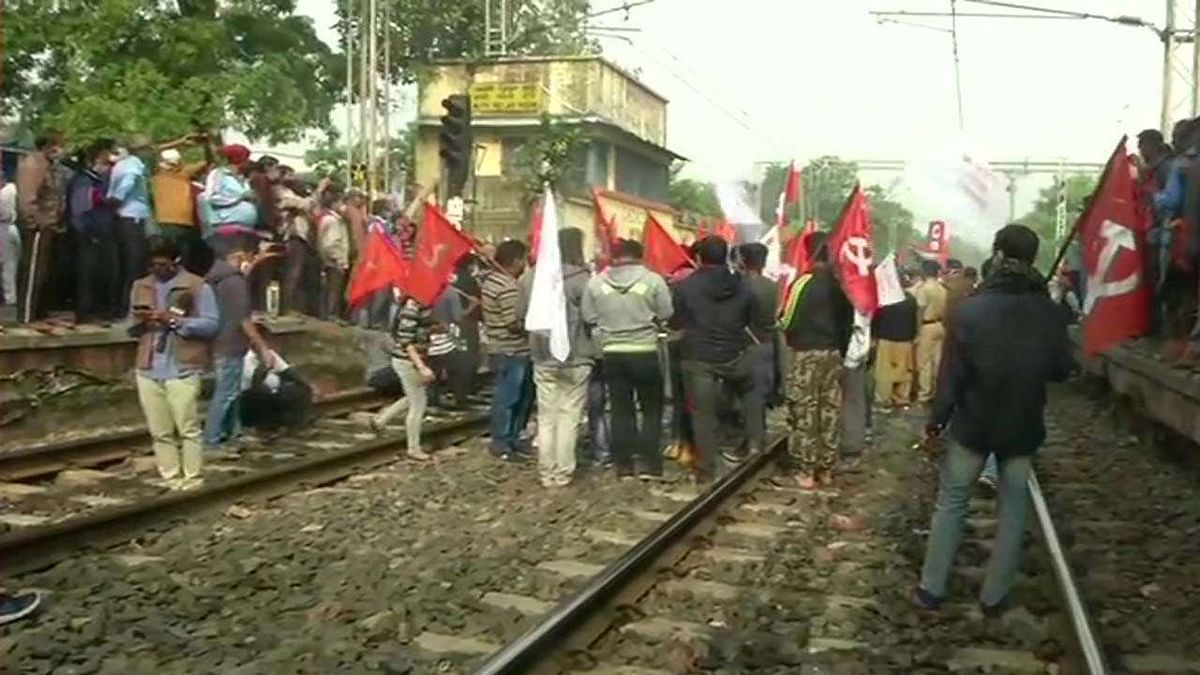Over 25 cr workers join nationwide strike; agitation  affects normal life in many states: Trade unions