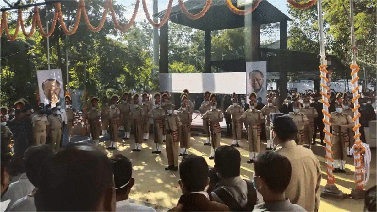 Thousands join Tarun Gogoi's funeral procession