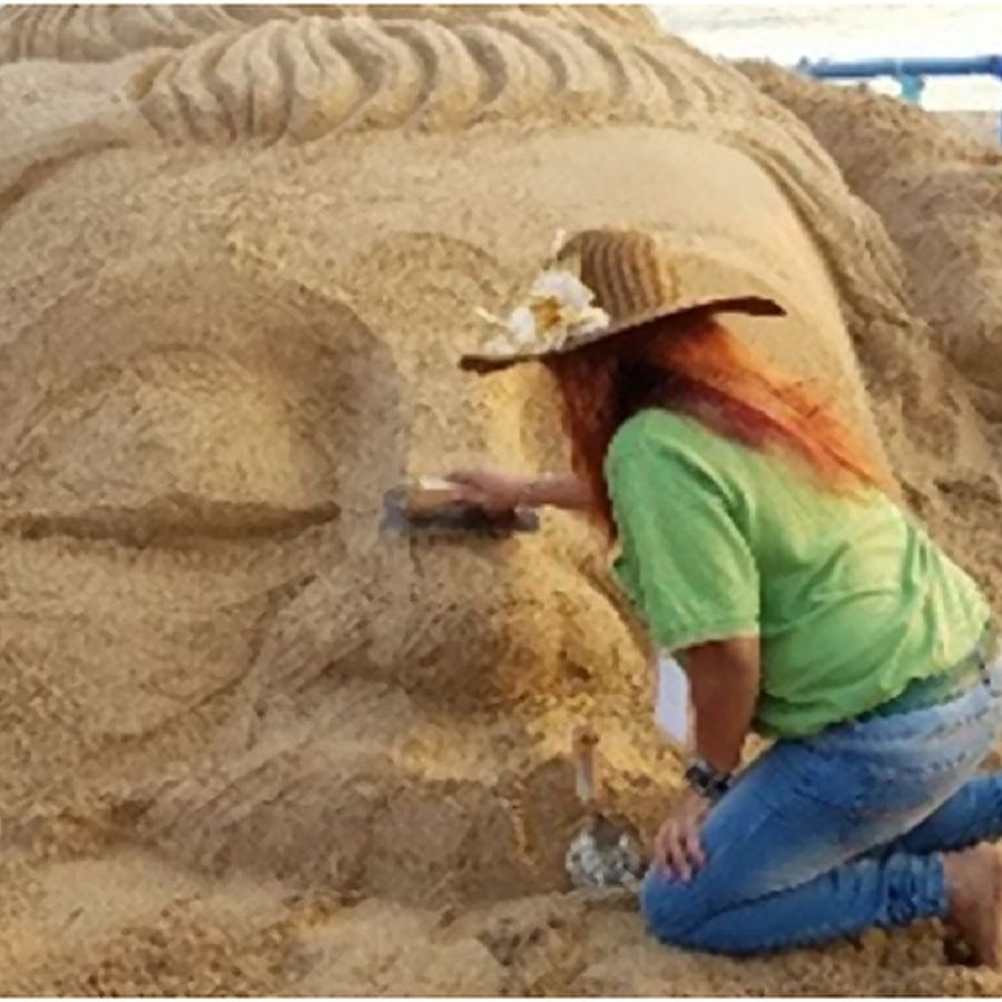 Sand artist fascinated by sand dunes of Dubai