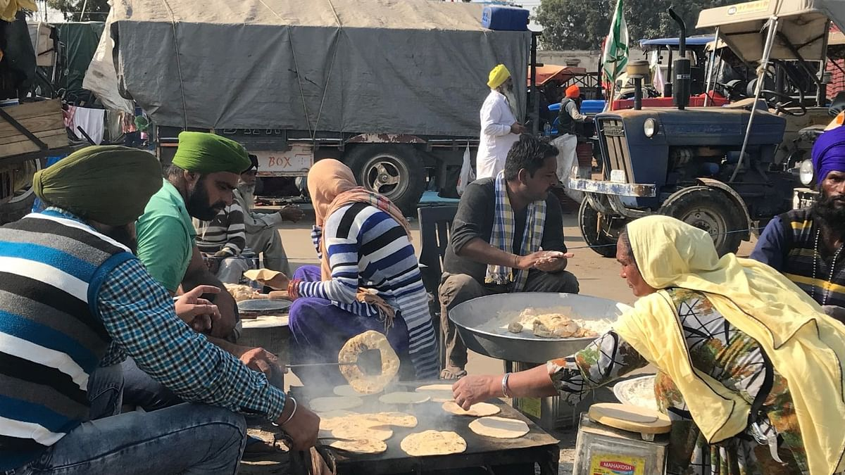 On Christmas, 'Gol gappa' langar by seven firemen from Haryana at farmers' protest site a hit