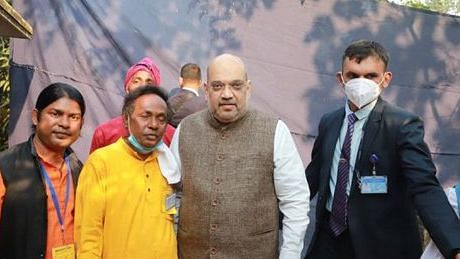 Folk singer who hosted Amit Shah for lunch says wasn't allowed to talk to him; walks with Mamata at TMC rally