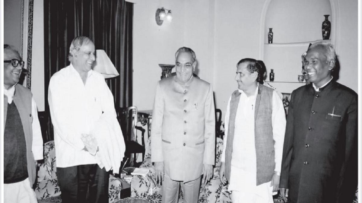 Motilal Vora with Kanshi Ram, Mulayam Singh Yadav and other leaders (Photo by Man Mohan Sharma)