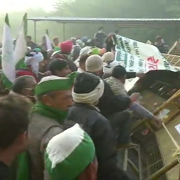 LIVE News Updates: Protesting farmers try to remove barricading placed at Delhi-UP border
