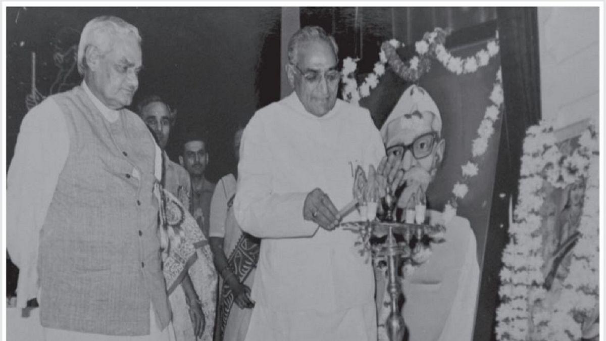 Motilal Vora with Atal Bihari Vajpayee (Photo by Man Mohan Sharma)