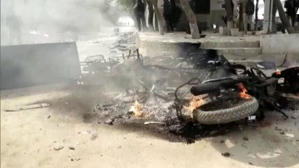 Mob sets Agra police chowki afire after youth dies in road crash