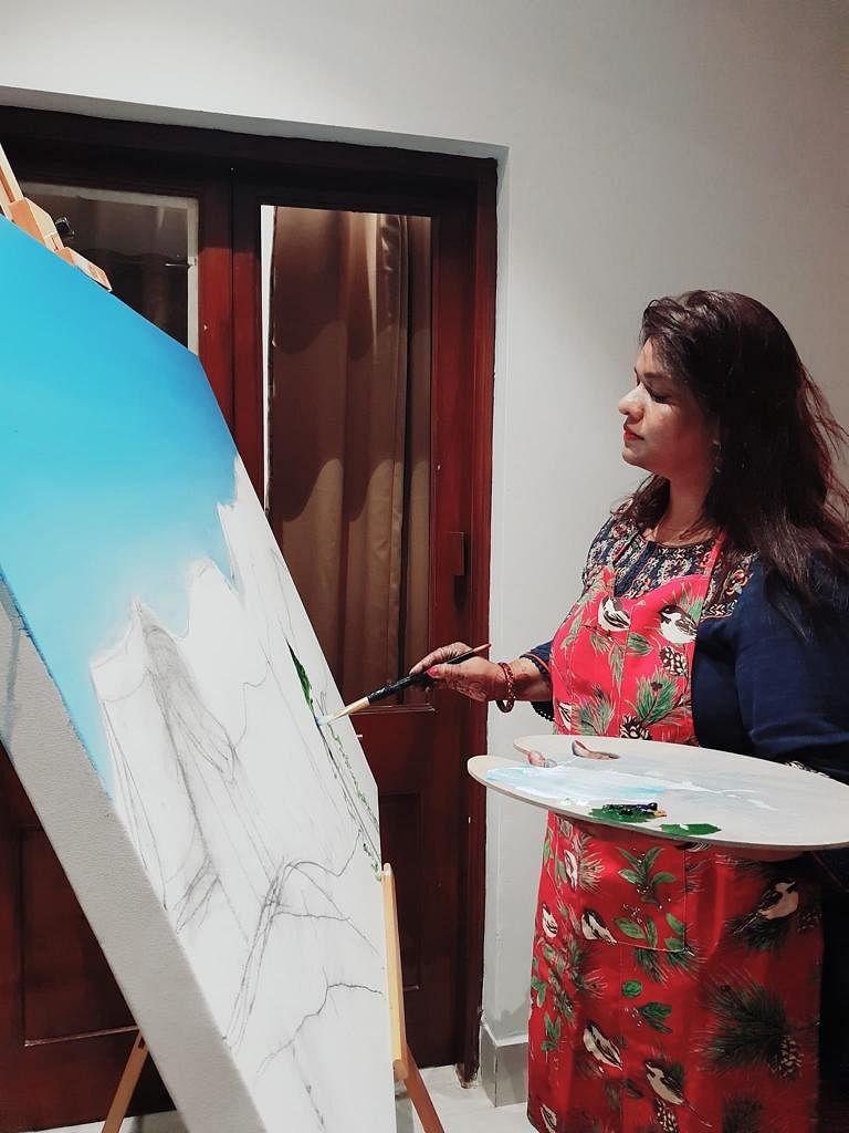 Meet Nishi Singh: The multi-tasking singer, social worker, painter