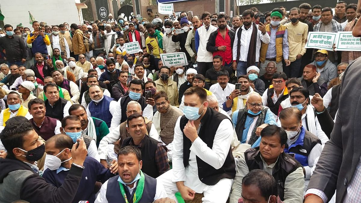Tejashwi leads opposition parties dharma in support of agitating farmers