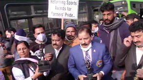 Farmers protest: Athletes march towards Rashtrapati Bhavan to return awards, halted midway