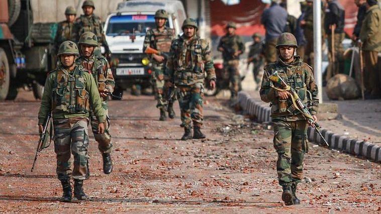 8 hurt in grenade attack in J&K's Pulwama