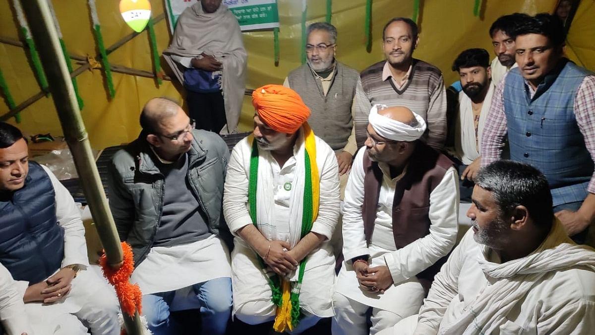 UP Congress chief Ajay Kumar Lallu met BKU leader Rakesh Tikait at Ghazipur border
