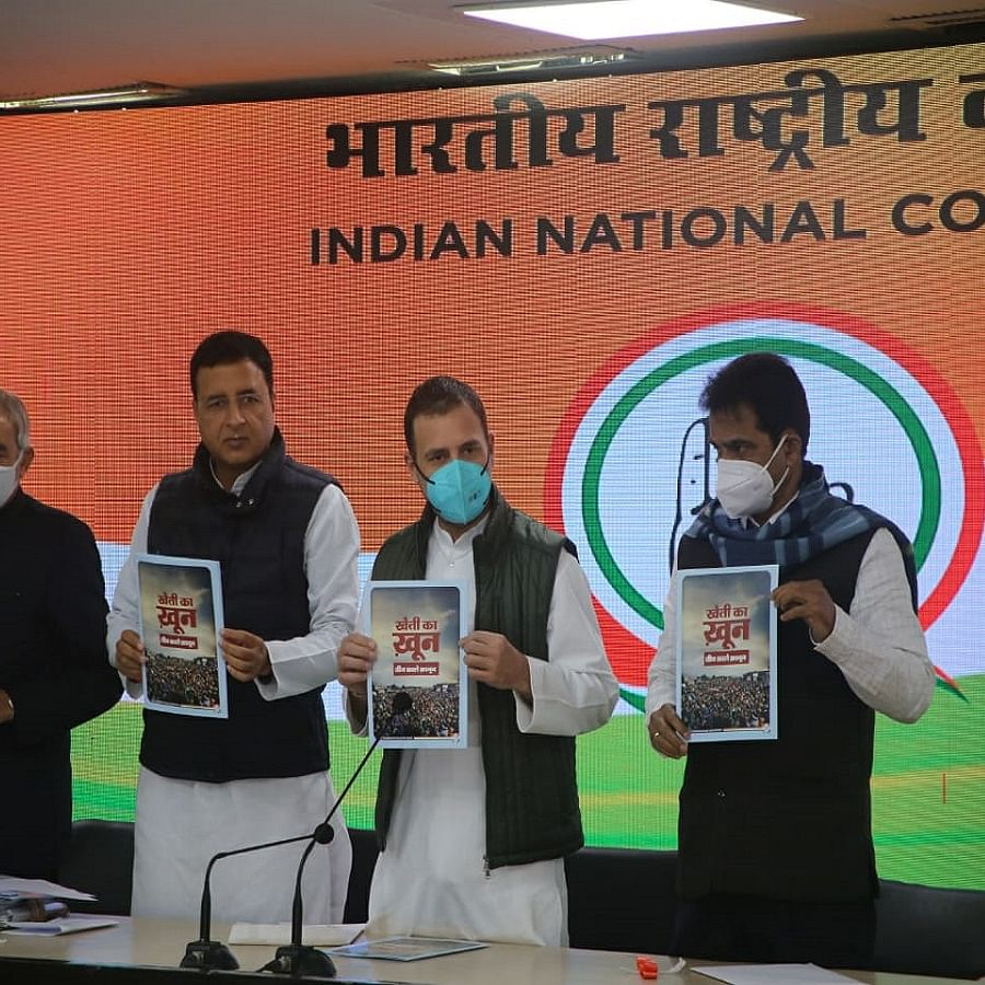 Congress leader Rahul Gandhi with other party leaders