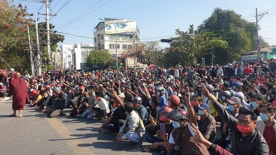 Myanmar protesters back on streets despite police violence