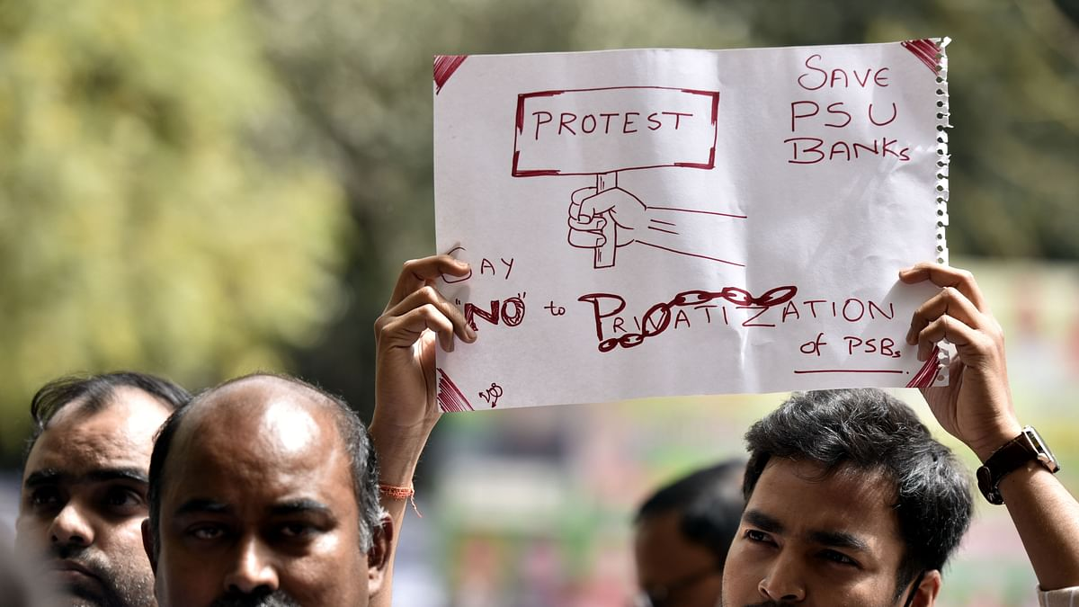 Employees of various government banks hold a banner as they shout slogans during a protest against the Privatization of Public Sector Banks during a two-day Nationwide strike (File Photo by Sonu Mehta/Hindustan Times via Getty Images)