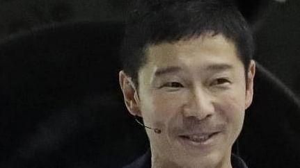 Japanese billionaire seeks 8 people for free Moon ride