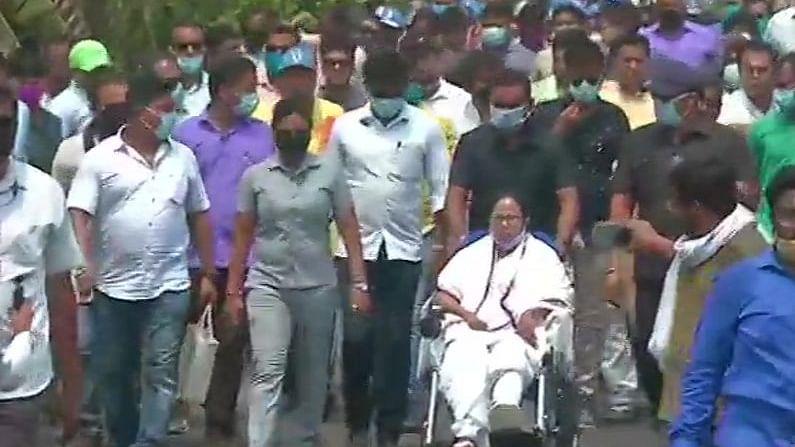 Mamata Banerjee conducts roadshow in Nandigram