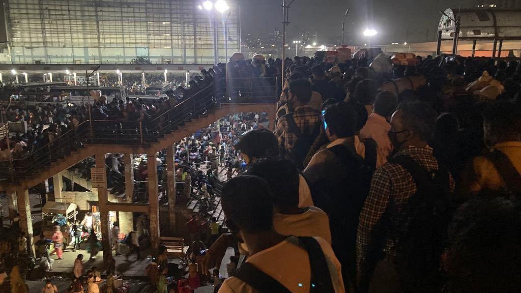 A scene at Anand Bihar Bus Depot in Delhi (Photo courtesy: Twitter/ @iamsuffian