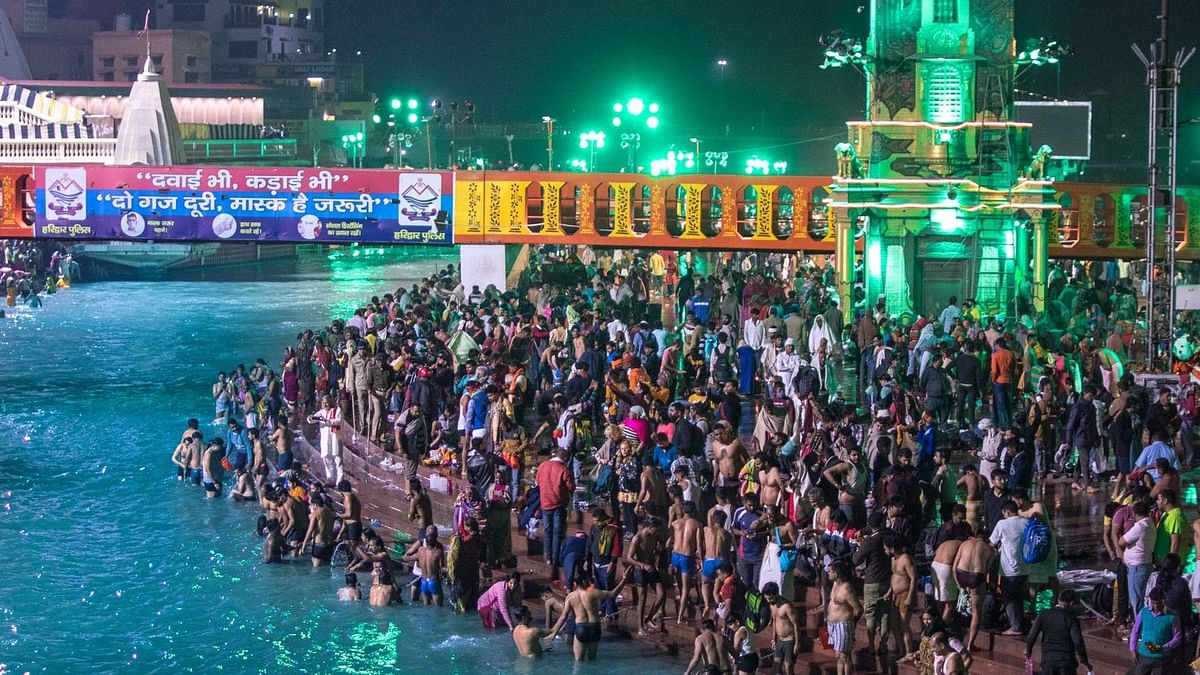 Kumbh Mela: Thousands take dip in Ganga on Shahi Snan amid rising COVID cases