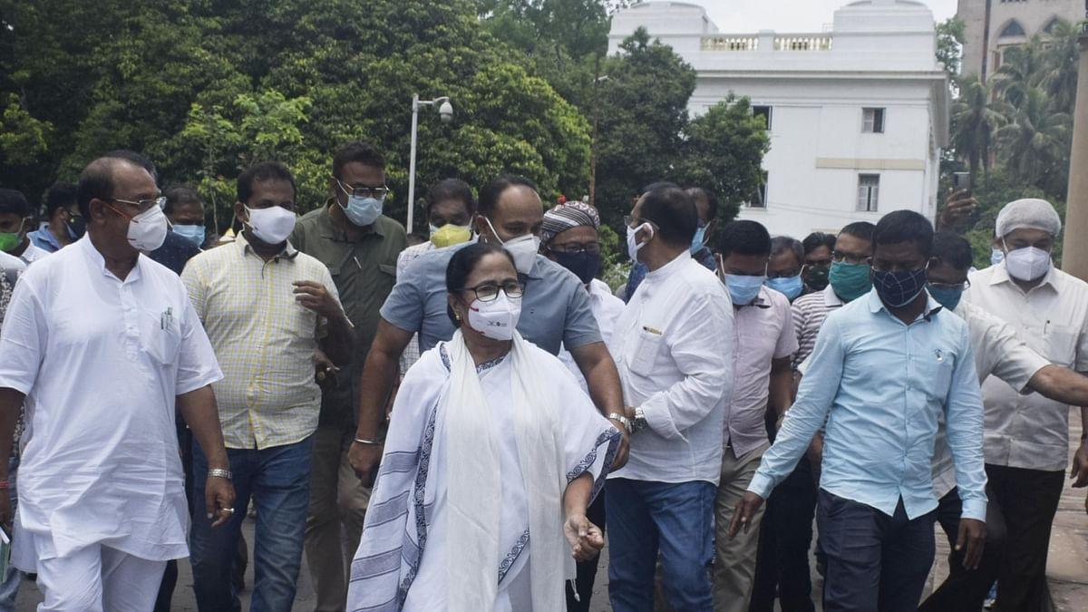 Mamata Banerjee starts dharna at CBI's Kolkata office to protest arrest of four Trinamool Congress leaders