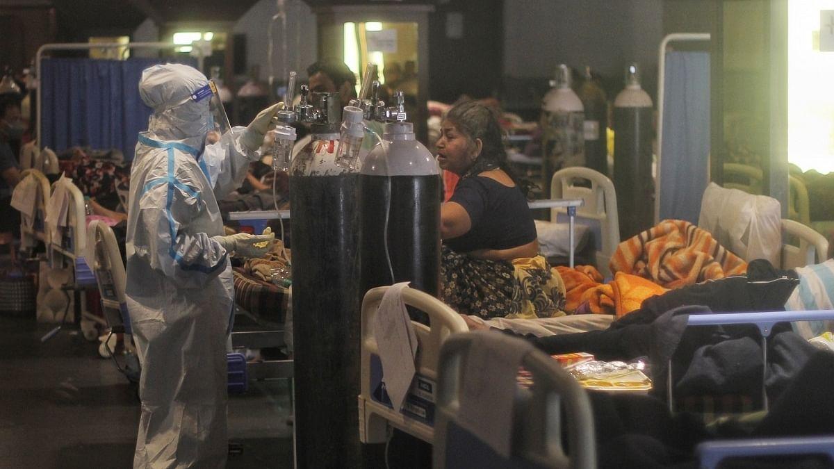 Hospitals in Delhi running dangerously low on oxygen