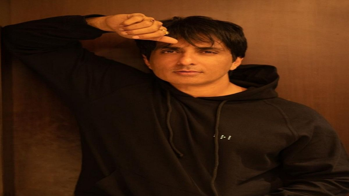 Sonu Sood and team save 20-22 COVID patients at ARAK hospital in Bengaluru in the middle of the night