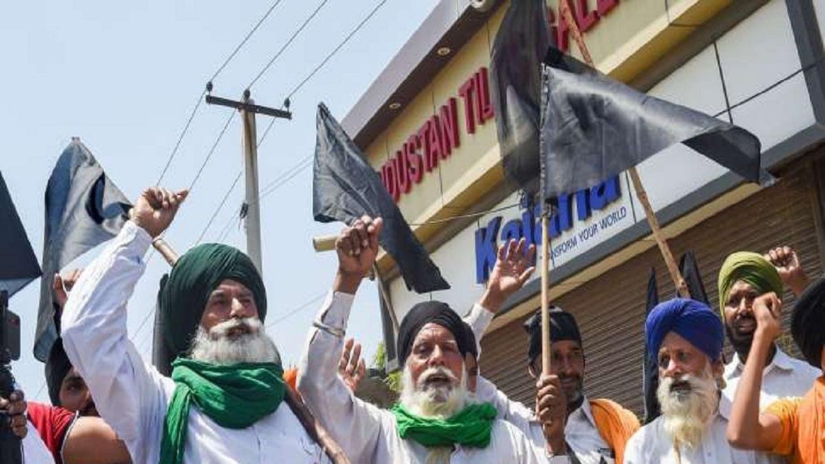 Farmers burn copies of farm laws in Punjab