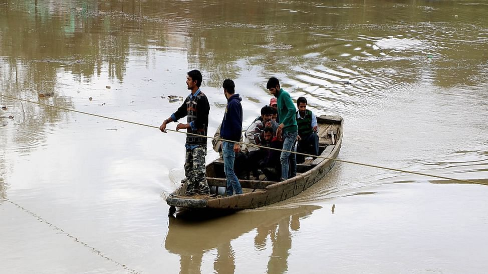 Amid continuous rainfall, the water level of several rivers in Bihar are flowing at the danger level or above in various districts.