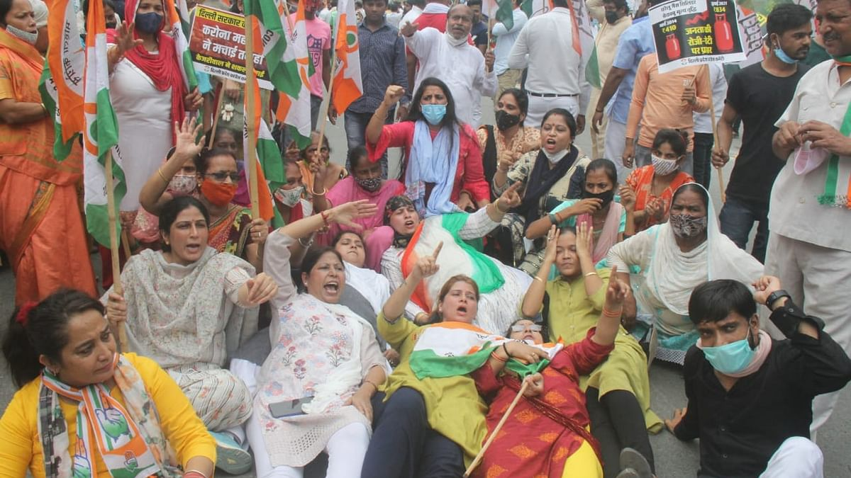 Delhi Congress workers hold protest against city govt over poor Covid management, water crisis