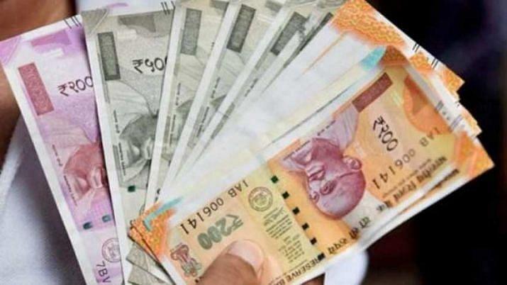 Gujarat: Project engineer of  Sarva Shiksha Abhiyan caught accepting bribe, 2.27 cr found in his bank locker