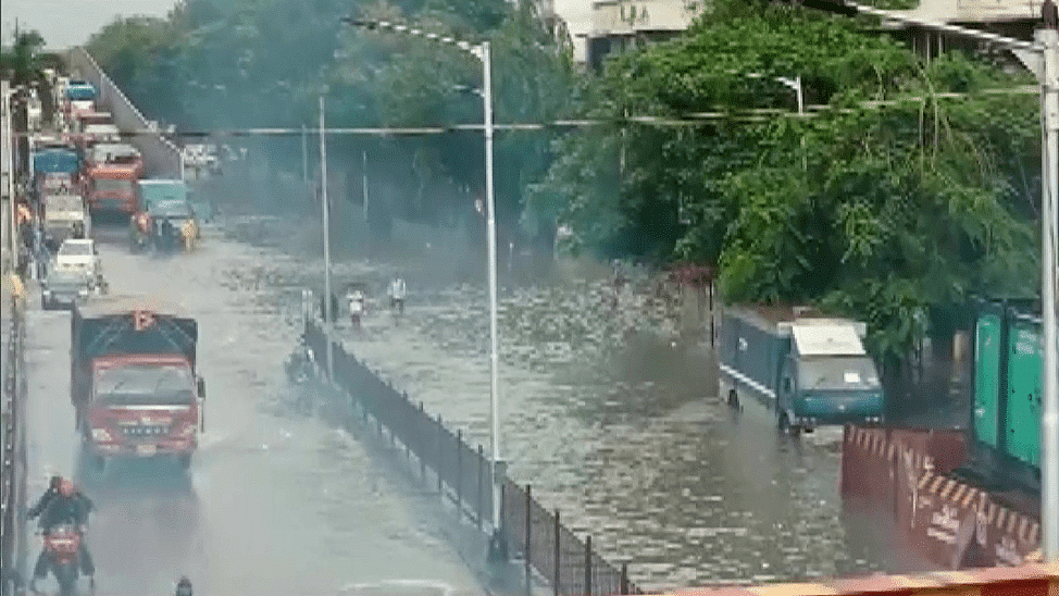 IMD issues 'red alert' for Mumbai; says conditions favourable for heavy showers