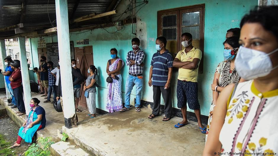 India logs 25,467 new COVID-19 cases