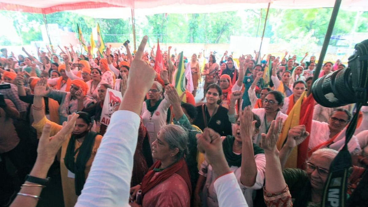 Women farmers hold 'Kisan Sansad' at Jantar Mantar