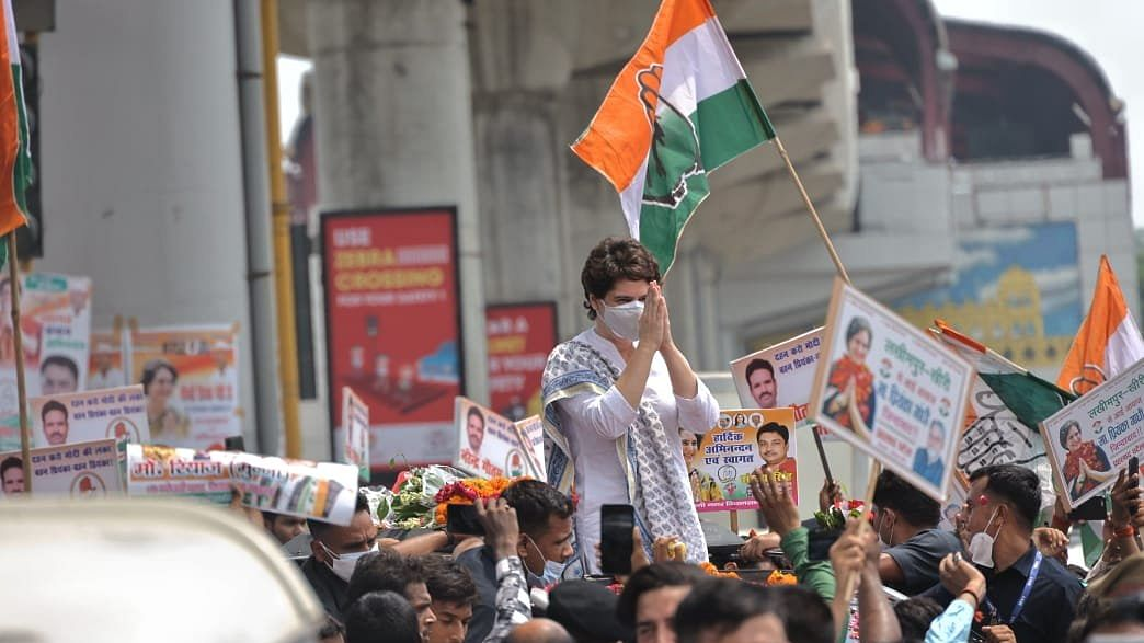 Priyanka arrives in Lucknow, receives huge welcome from party workers